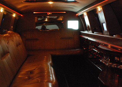Ford-Excursion-Limo-I04