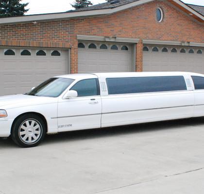 White-Lincoln-Limousine-E01